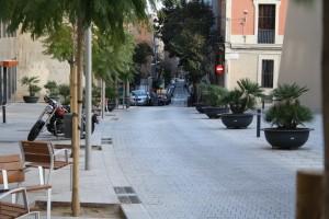 El carrer de Sant Gervasi de Cassoles davant de la Biblioteca Joan Maragall. Fotografia de Pau Farràs