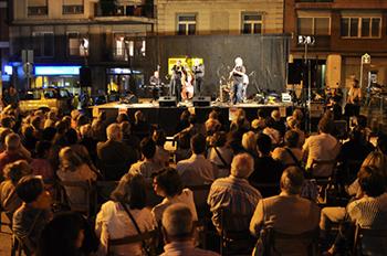 Concert de Lucky Guri i Sextet Dixieland Band a la plaça Federic Soler. Fotografia de Javier Sardá