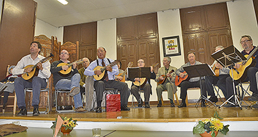 Una de les activitats a l'interior de la Llar.  Fotografies de Fernando Siles, membre de la Junta de la Llar