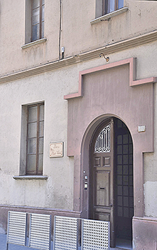 Dues vistes de la seu de la Llar Mn. Lluís Vidal, al carrer Bigai.  Fotografies de Fernando Siles, membre de la Junta de la Llar