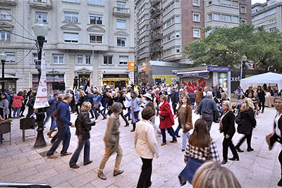 Ballada de country amb la Llar Country Bonanova, a la plaça Frederic Soler. Fotografia de Javier Sardá
