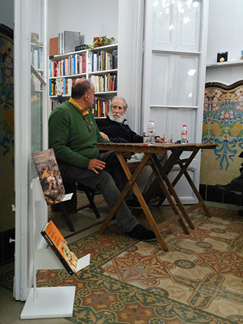 L'historiador de l'exèrcit Juan Carlos Losada i el periodista Francisco Luis del Pino, a la Casa Usher. Fotografies de Casa Usher Llibreters