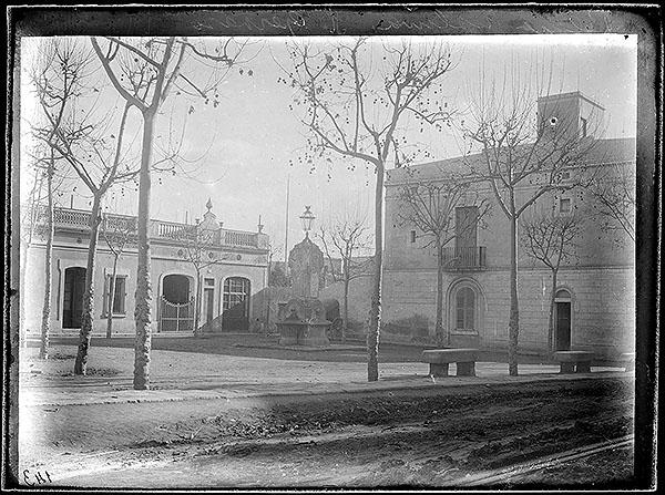 Plaça Molina a finals del segle XIX. Fotografia atribuïda a Jaume Anglada Colomines, Arxiu Fotogràfic de Barcelona (AFB)