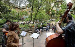 Concert de jazz als jardins de Portolà, durant la Festa Major del Putxet d'enguany. Fotografia de Javier Sardá