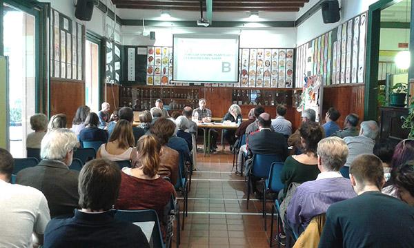 Vista de la sala de l'escola Poeta Foix, on es va celebrar el Consell de Barri del Putxet i Farró. Fotografia de Carme Rocamora