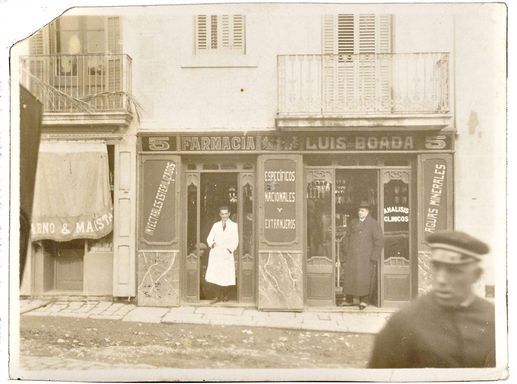 La farmàcia Boada, a principi del segle XX. Fotografia cedida per la família Boada. La fotografia destacada i el muntatge és de Javier Sardá