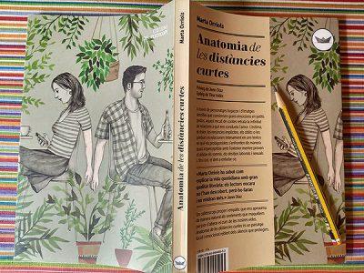 Coberta i contracoberta del llibre. A la il·lustració destacada, Marta Orriols; fotografia d'Albert Martí