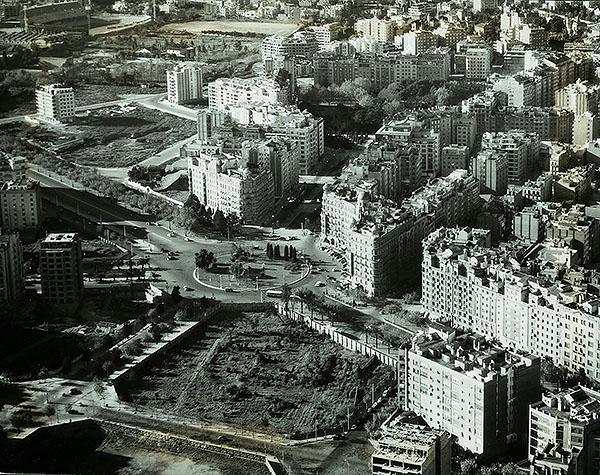 Vista aèria de la plaça Francesc Macià, l'avinguda Diagonal i l'avinguda Pau Casals, el 1958. Fotografia: Autor desconegut - Arxiu Fotogràfic de Barcelona (AFB)