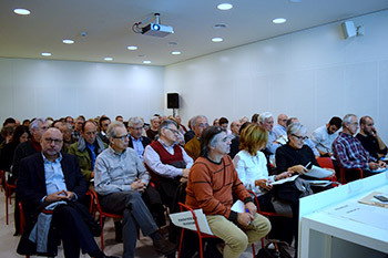 Molta gent va assistir al Consell de Barri de la Bonanova. A la imatge destacada, d'esquerra a dreta, Joan Manuel del Llano, Salvador Albuichec, Daniel Mòdol i Jauma Llansó. Fotografies de Carme Rocamora