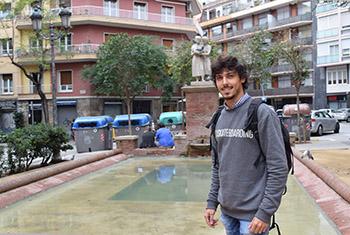 Boris Valls a la plaça Adrià. Fotografies de Carme Rocamora